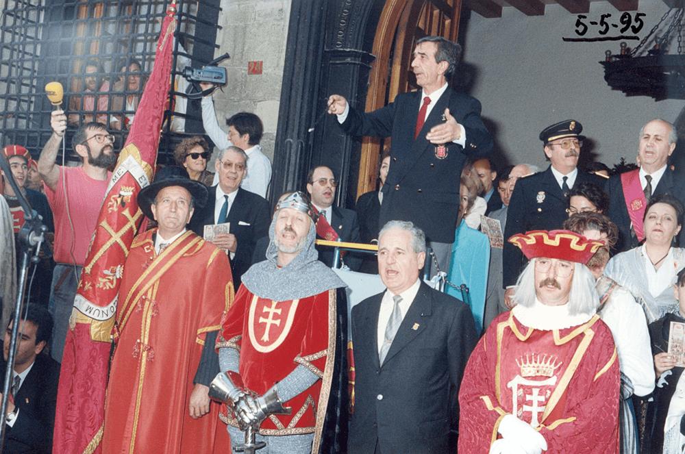 1995---himno-viernes-de-mayo
