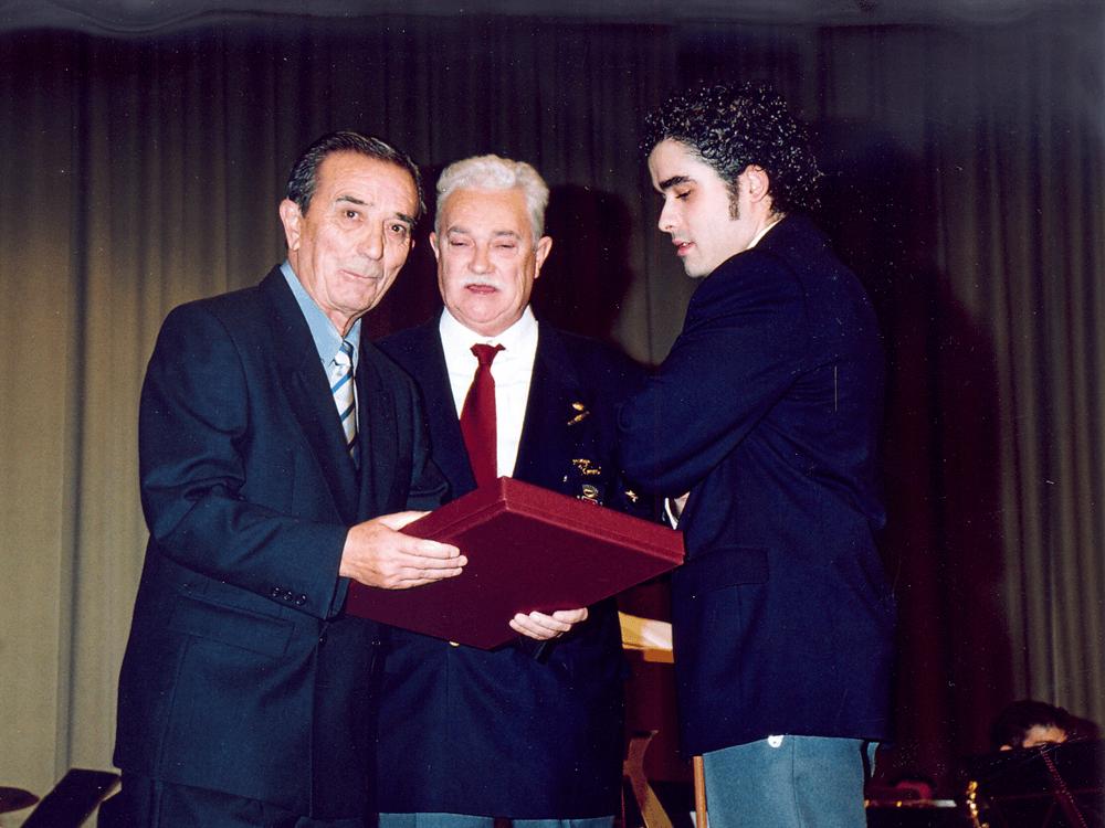 2003---Homenaje-a-Pepe-Vivas-y-relevo-4
